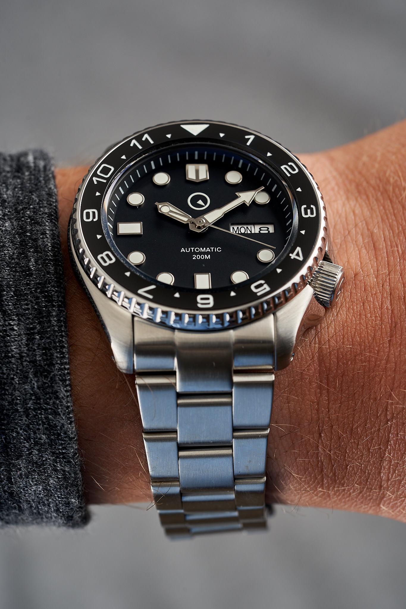 Islander-Watch-ISL-01-Long-Island-Watch-wrist-shot